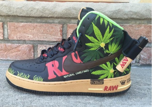 RAW Nike Air Force Ones diseñadas para amantes del cannabis